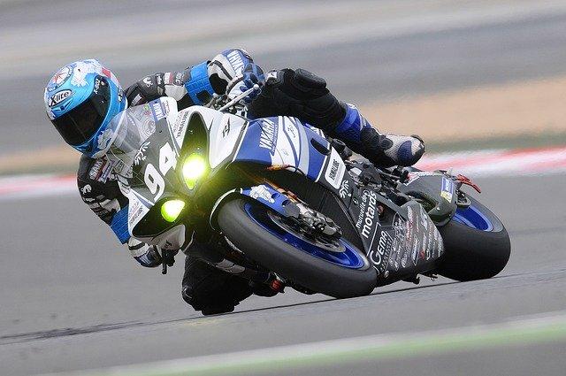 motocyklový závodník